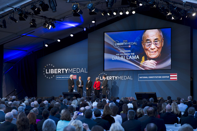 The National Constitution Center in the US city of Philadelphia on Oct 26 presented its 2015 Liberty Medal award to Tibet's exiled spiritual leader, the Dalai Lama, albeit in absentia. (Photo courtesy: i.dailymail.co.uk/)