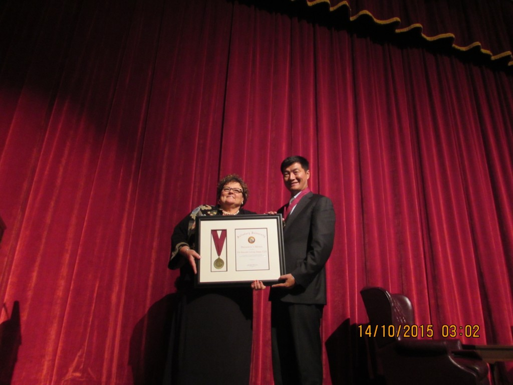 Dr. Janet Dudley-Eshbach,President of the University, presenting the Presidential Medal to Sikyong Dr. Lobsang Sangay, 13 October 2015. (Photo courtesy: tibet.net)