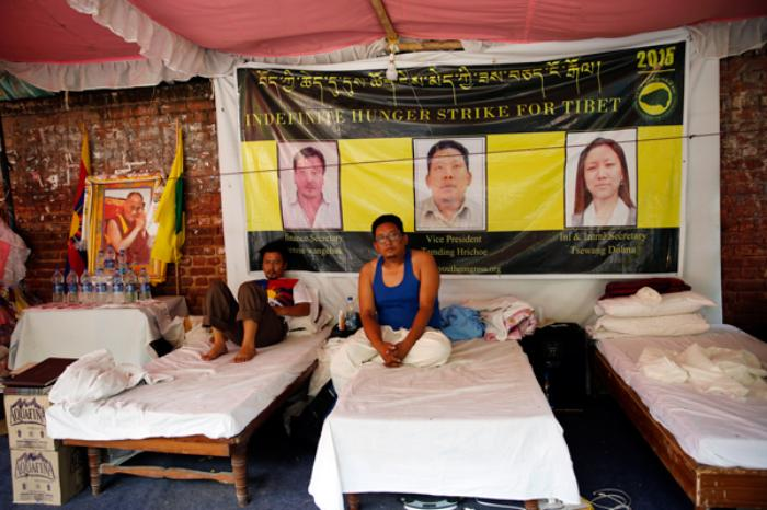 Members of Tibetan Youth Congress Tamding Hirchoe, Vice President and Tenzin Wangchuk Finance Secretary on indefinite hunger strike at Jantar Mantar. Tsewang Dolma, International and Information Secretary was forcibly hospitalised on the night of September 30, while the other two continue their protest with resilience. (Photo courtesy: Vikas Kumar/Catch News)