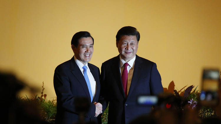 China's President Xi Jinping shakes hands with Taiwan's President Ma Ying-jeou , the first between the leaders of the two sides in 66 years, in Singapore on Nov 7, 2015.