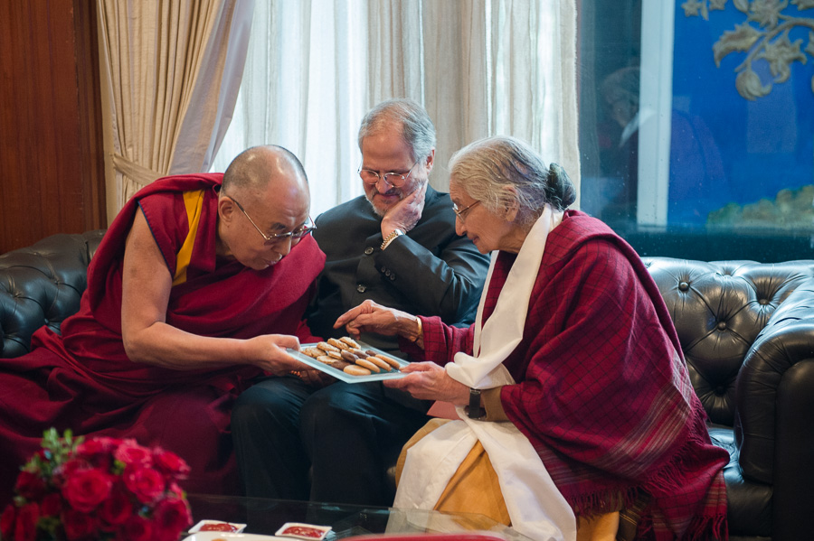 His Holiness the Dalai Lama sharing cookies with Lt. Governor of Delhi Najeeb Jung and Dr Kapila Vatsayayan, Chairperson of IIC Asia Project, before the 'Celebrating His Holiness' event in New Delhi, India on January 4, 2016. (Photo courtesy/Tenzin Choejor/OHHDL)