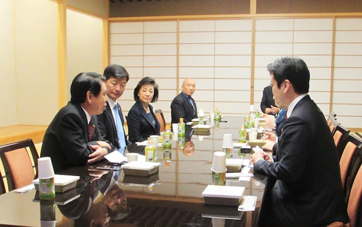 Sikyong Dr Lobsang Sangay with Japanese Parliamentarians at the breakfast meeting. (Photo courtesy: tibet.net)