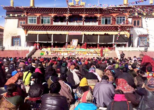 More than a thousand Tibetans gathered in a monastery in the Tibetan area of Kham to pray for the Dalai Lama's long life in response to news that he is receiving routine medical treatment in the US. (Photo courtesy: savetibet.org)