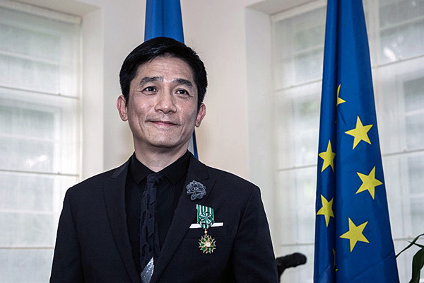Hong Kong actor Tony Leung receives the distinction of officer of the Order of Arts and Letters at the French Residence in Hong Kong, June 8, 2015. (Photo courtesy: RFA)