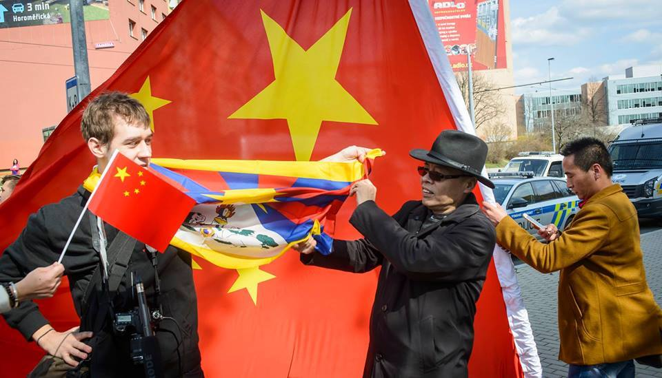 Protests and scuffles erupted in the Czech capital Prague as Chinese President Xi Jinping arrived for a two days visit on Mar 28.