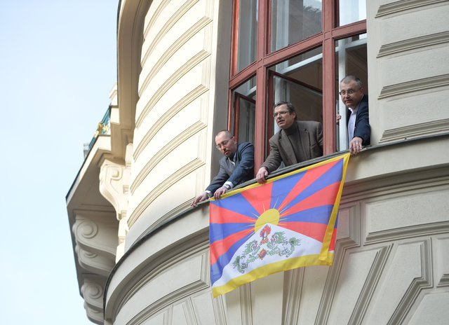 Albert Kubišta, Vaclav Novotny and Jiri Nouza hung out Tibetan Flag on March 10 at Prague City Hall. Action Flag for Tibet was held in the Czech Republic since 1996. (Photo courtesy: ceskenoviny.cz)