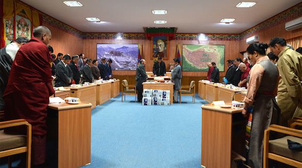 Members of the Tibetan Parliament and the Kashag observing a minute's silence as a mark of respect for the Tibetan self-immolators who sacrificed their lives for the cause of Tibet. (Photo courtesy: tibet.net)