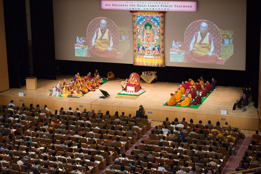 His Holiness the Dalai Lama's teachings in Osaka, Japan on May 11, 2016. (Photo courtesy/Tenzin Choejor/OHHDL)