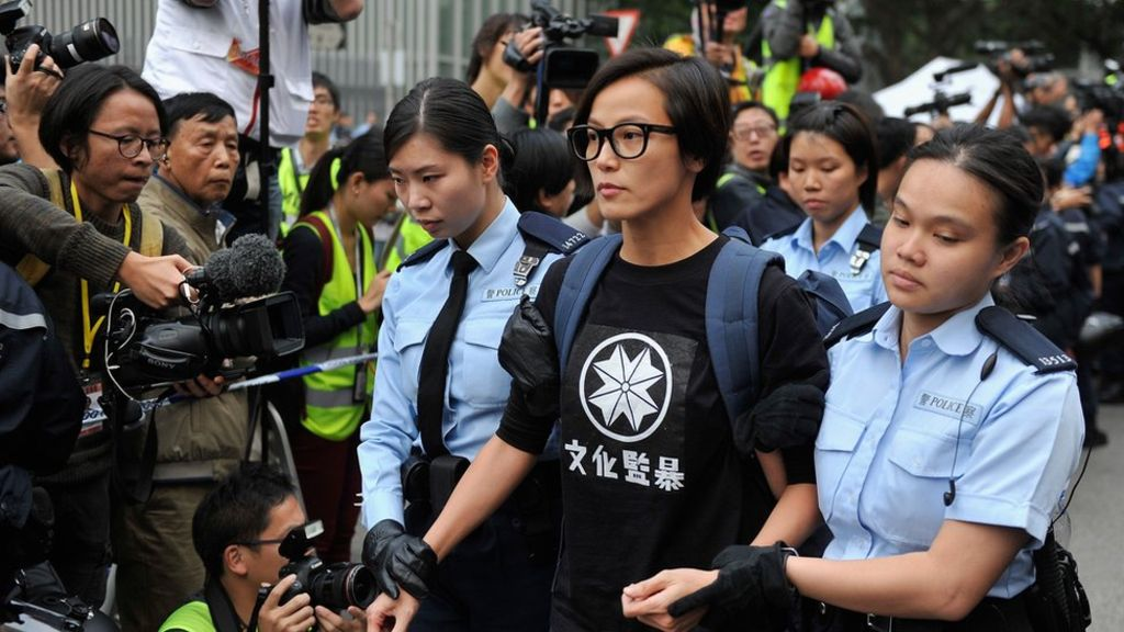 Denise Ho was taken away by police officers while barricades were removed and tents torn down at the end of Occupy Central in Admiralty. (Photo courtesy: BBC)