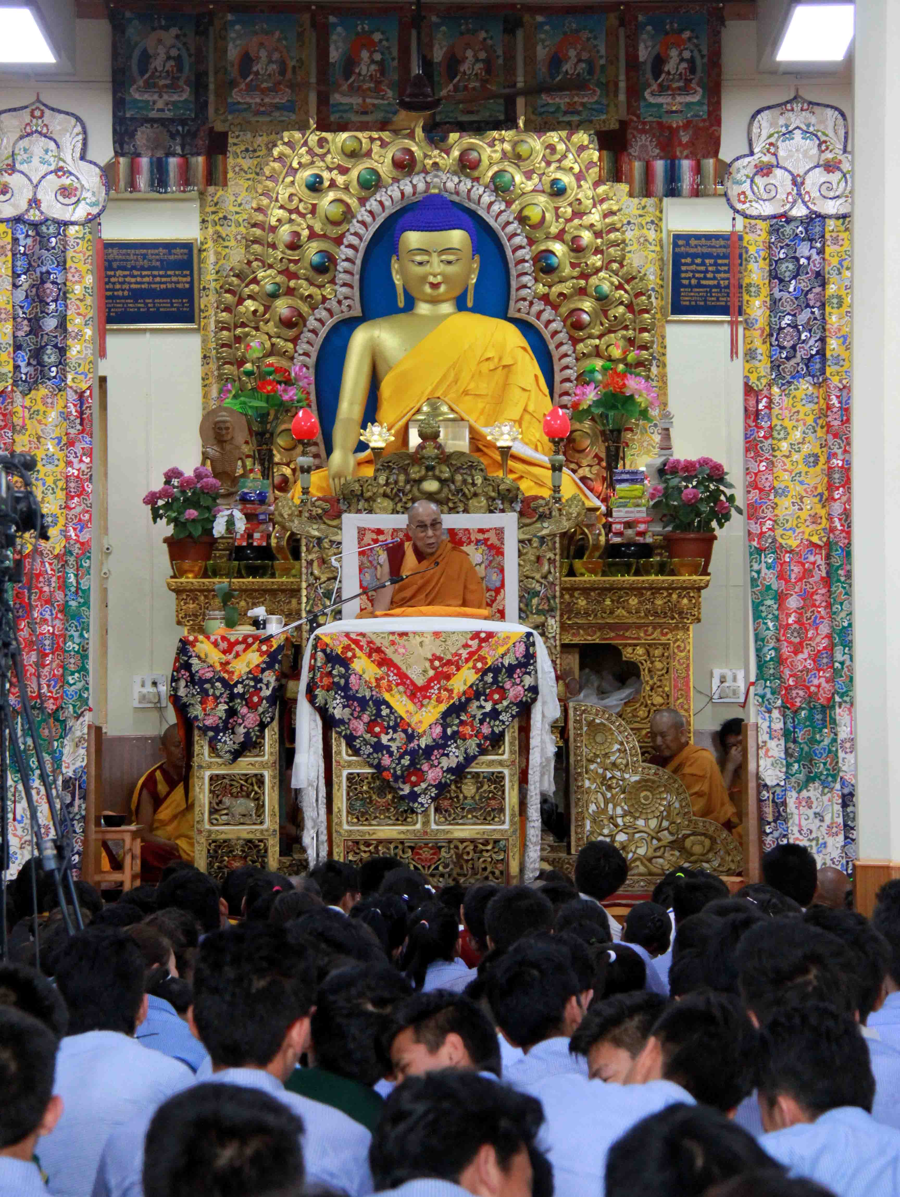 The Dalai Lama explaining the text of 'Tree of Faith - a Self-Exhortation' to the Tibetan youths. (Photo courtesy: Norbu Jinpa/Tibetan Review)