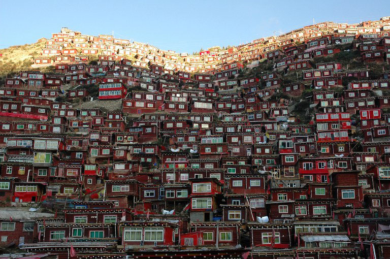 Monks' and nuns' houses of the sprawling Buddhist study centre  call the Larung Gar Buddhist Academy located in Serta. (Photo courtesy: RFA)