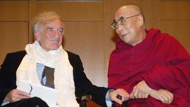 Elie Wiesel and the Dalai Lama (Photocourtesy : AFP)