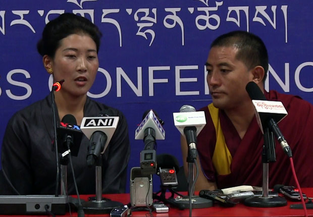Nyima Lhamo (L) speaks to the press in Dharamsala, India, July 28, 2016. (Photo courtesy: RFA)