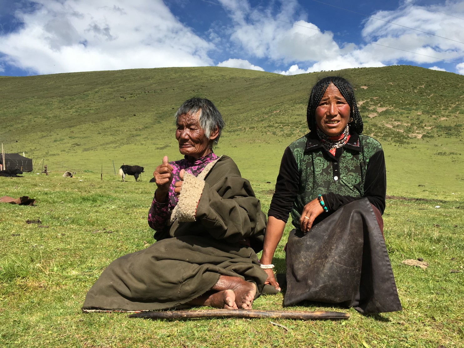 Tsering Tso's grandmother, Lhadhey, 83, and mother Adhey, 49, pose for a photograph in Jiqie No. 2 Village on the grasslands outside Chalong township in China's western Sichuan province. (Photo courtesy: Xu Yangjingjing/The Washington Post)