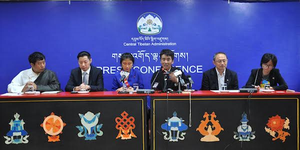 Mr Tashi Tsering, founder of Human Rights Network for Tibet and Taiwan (HRNTT) addressing the press conference, along with members of HRNTT and member of Tibetan Parliament-in-Exile Mr Lobsang Dakpa, at Lhakpa Tsering hall, DIIR, 5 September 2016. (Photo courtesy: tibet.net)