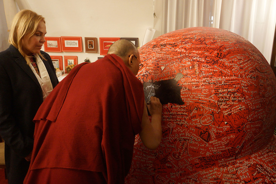 At the late President Havel's office his widow Dagmar Havlova asks His Holiness the Dalai Lama to sign a large red heart that is to be installed as part of a memorial in Prague, Czech Republic on October 17, 2016. (Photo courtesy/Jeremy Russell/OHHDL)