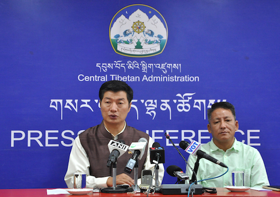 SIkyong Dr Lobsang Sangay and Finance Kalon Mr Karma Yeshi at the press conference on 3 October 2016. (Photo courtesy: tibet.net)