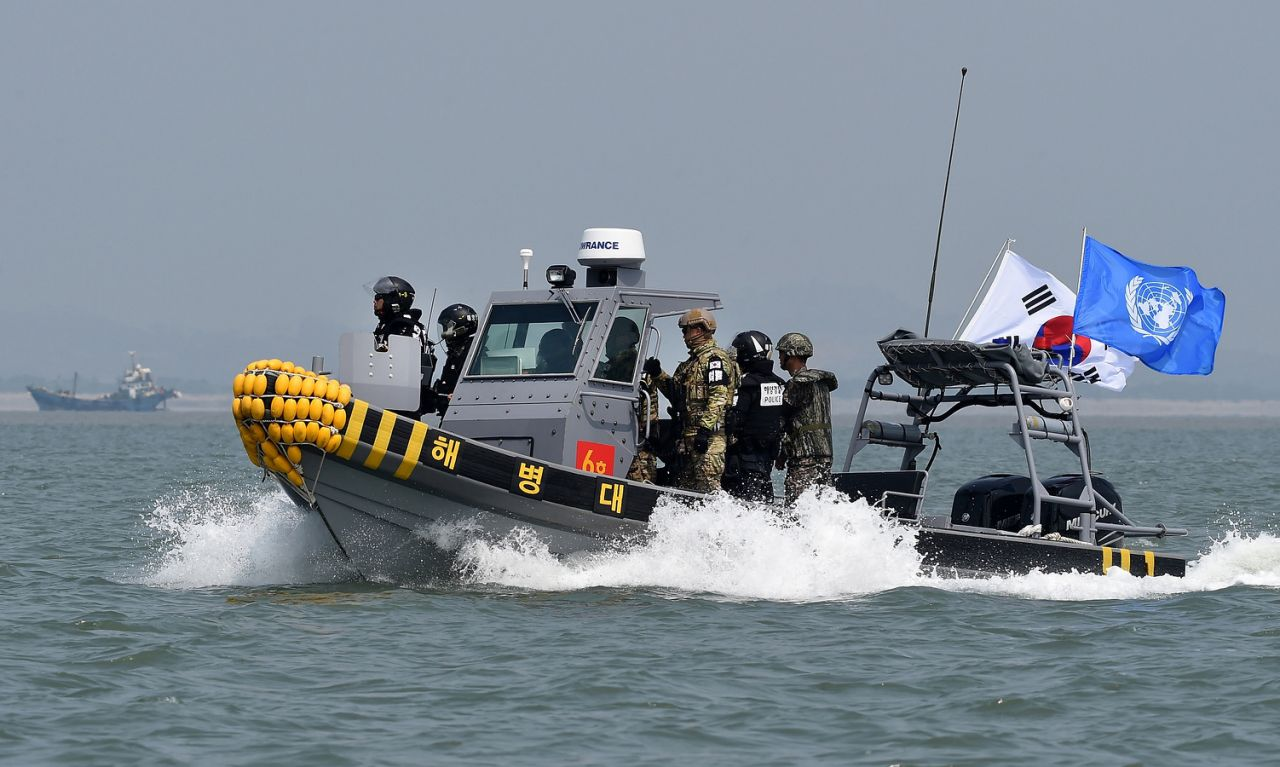 An outraged South Korea threatens to use force unless China restrains its fishermen in the Yellow Sea. (Photo courtesy: yahoo.com)