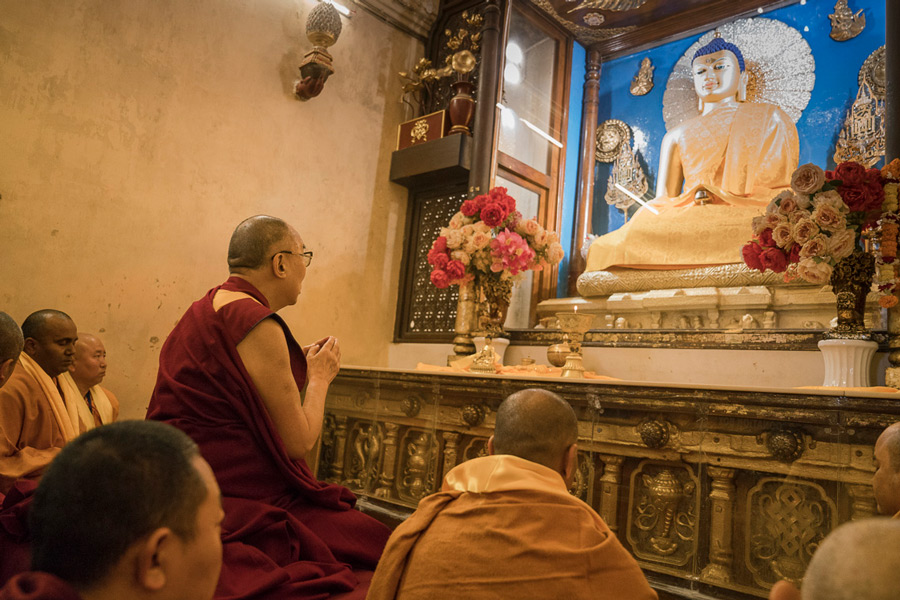 His Holiness the Dalai Lama paying his respects to the statue of Shakaymuni Buddha inside Mahabodhi Temple in Bodhgaya, Bihar, India on January 15, 2017. (Photo courtesy/Tenzin Choejor/OHHDL)