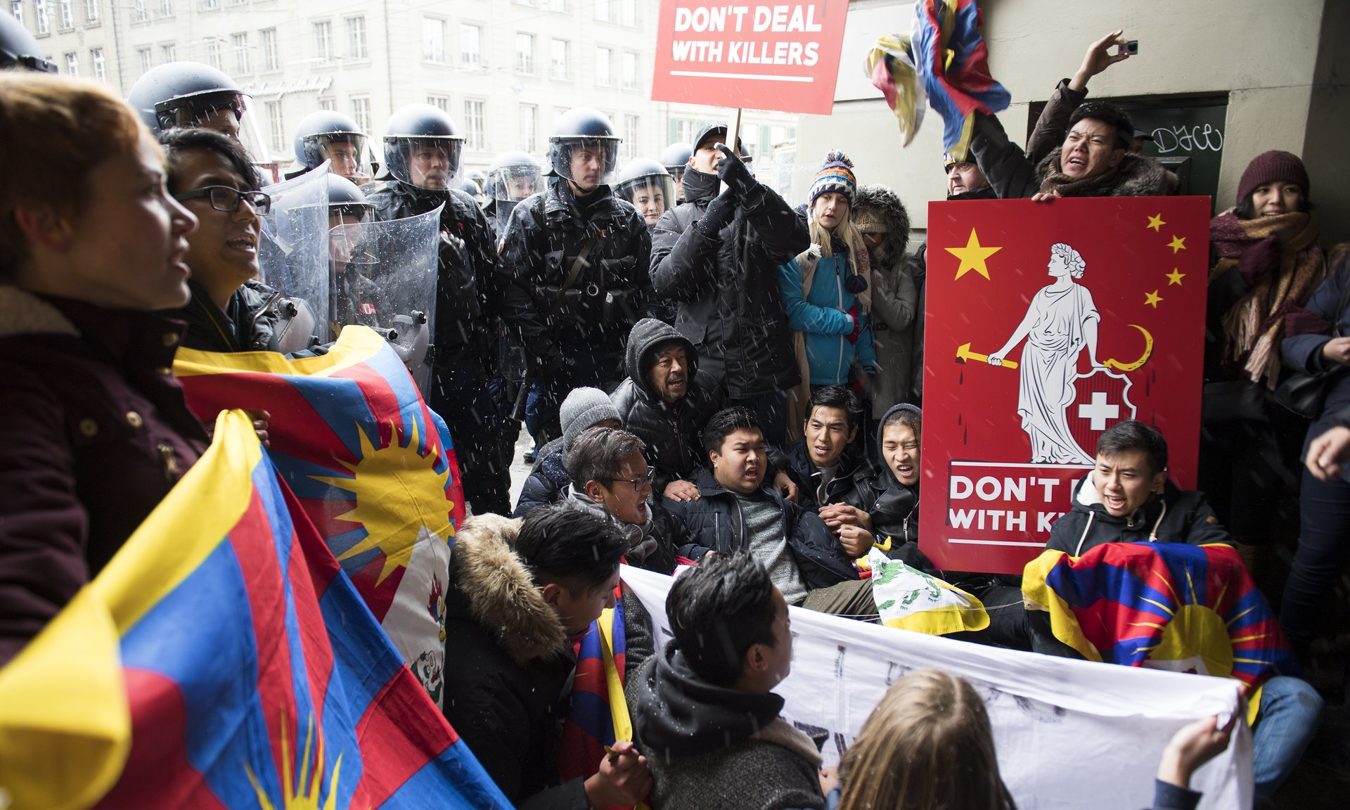 Tibetan and Swiss nationals gathered to protest the arrival of China's Xi Jinping. (Photo courtesy: Anthony Anex/AP)