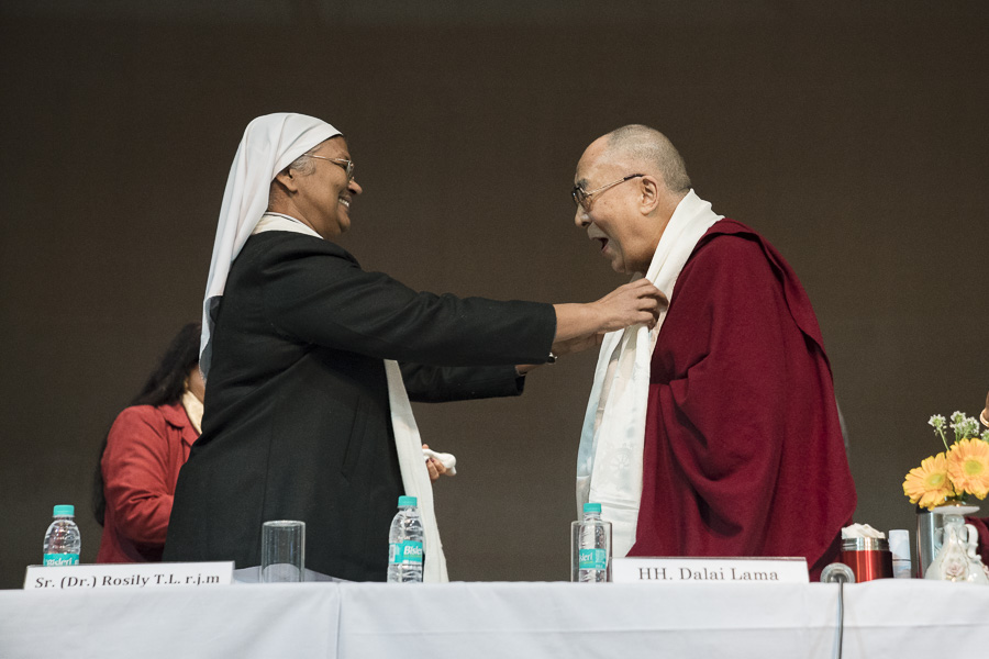 Sr (Dr.) Rosily T.L, Principal of Jesus & Mary College welcoming His Holiness the Dalai Lama before his talk in New Delhi, India on February 7, 2017. (Photo courtesy/Tenzin Choejor/OHHDL)