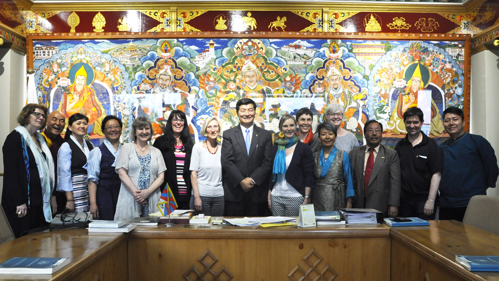 Sikyong Dr Lobsang Sangay with the swiss parliamentary delegation, members of Tibetan parliament from Europe, Ven Thupten Wangchen and Jampa Tsering Samdho, President and board members of Swiss Tibet Friendship and representative of Tibetan community in Switzerland and Liechtenstein. (Photo courtesy: tibet.net)