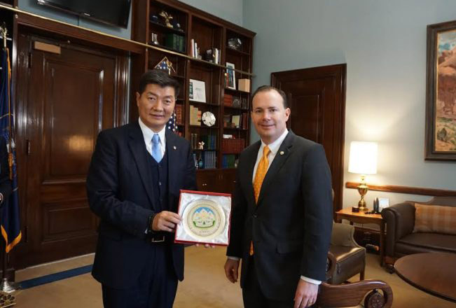 Tibetan Sikyong Dr. Lobsang Sangay presenting Kashag's Souvenir to Senator Mike Lee. (Photo courtesy: tibet.net)