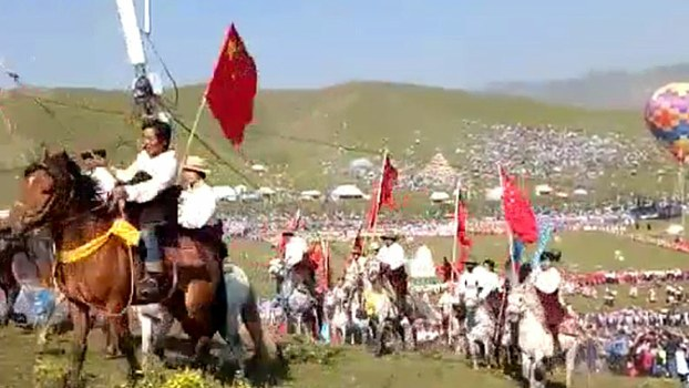 Tibetan horsemen in Gansu carry Chinese flags in a forced loyalty display in a screen grab from a video, July 17, 2017. (Photo courtesy: RFA)