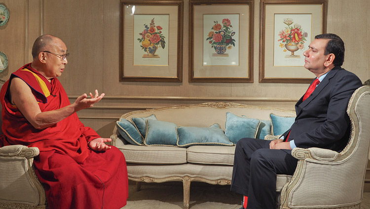 Srinjoy Chowdhury, National Affairs Editor for Times Now, interviewing His Holiness the Dalai Lama. (Photo courtesy: OHHDL)