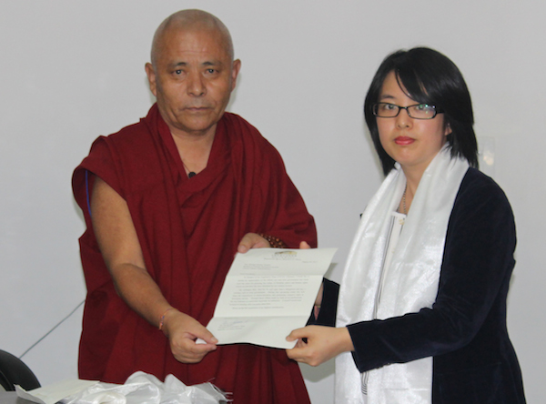 Acharya Yeshi Phuntsok, Deputy Speaker of Tibetan Parliament in exile with Ying-chun Liu. (Photo courtesy: tibet.net)