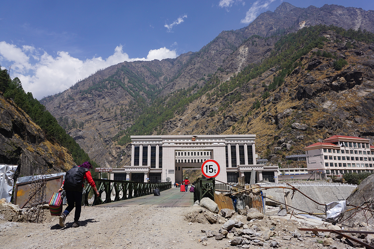 China reopens Tibet-Nepal border for foreign tourists after Apr 2015 earthquake