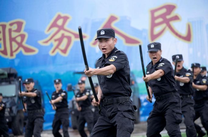 Special force police officers perform at a security oath-taking rally for the 19th National Congress of the Communist Party, in Nanjing, Jiangsu province, China, September 27, 2017. Picture taken September 27, 2017. (Photo courtesy: REUTERS/Stringer)