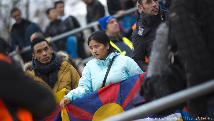 An activist waves a Tibetan flag at a friendly U-20 China-Germany match. (Photo courtesy: DW)