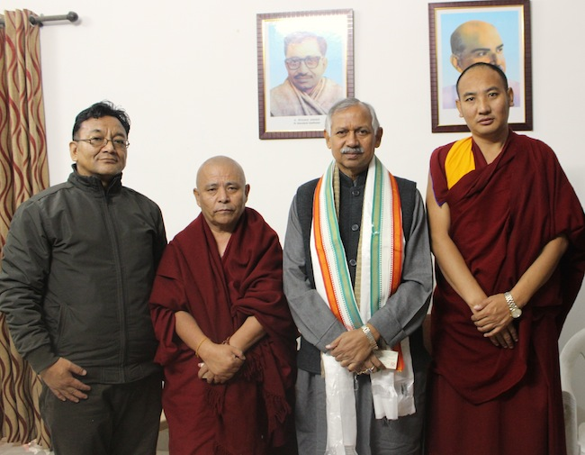 Tibetan parliamentary delegation with Shri Janardan Singh Sigriwal. (Photo courtesy/Tibetan Parliamentary Secretariat)