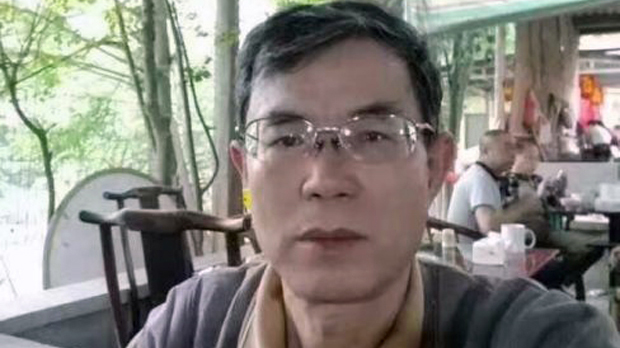 Zu Su in a photo taken at a teahouse in Chengdu and uploaded to WeChat after being arrested by authorities, April 30, 2017. (Photo courtesy; RFA)