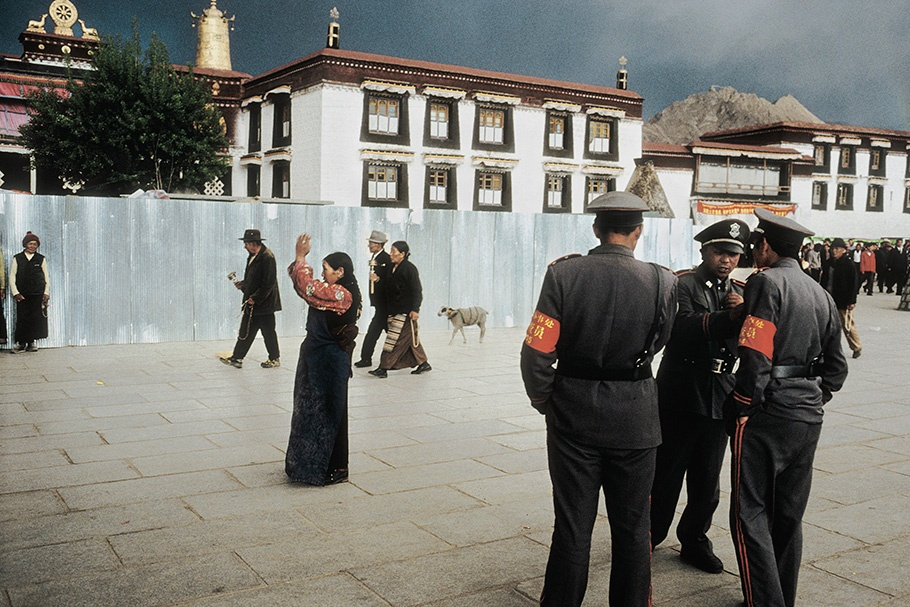 (File Photo of the Open Society): Pilgrims in the holy center of Lhasa are under strict police surveillance. This square has been the site of numerous demonstrations against the Chinese occupation. Jokhand Square, Lhasa, May 2002. (Photo courtesy: Julien Chatelin/Open Society)