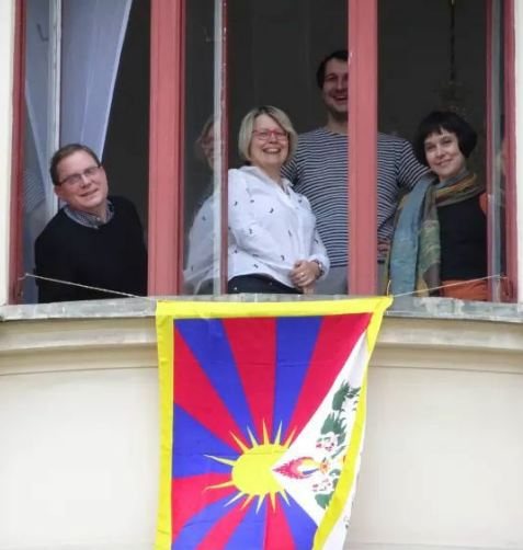 Over 700 municipalities display Tibetan flag as 59th Tibet Uprising Day marked in Czech Republic