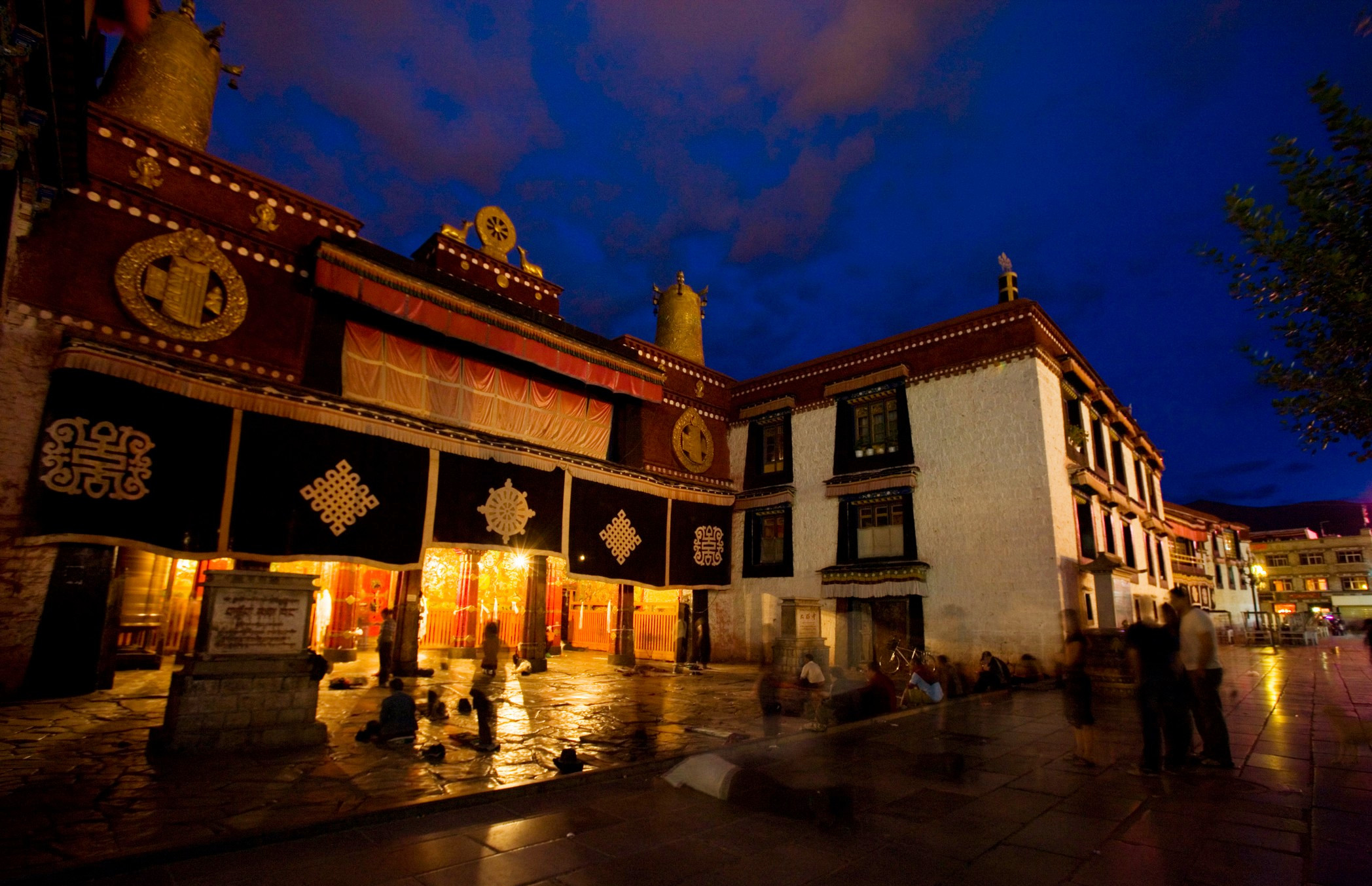 China imposes temple ban on large section of Lhasa Tibetans on important religious festival