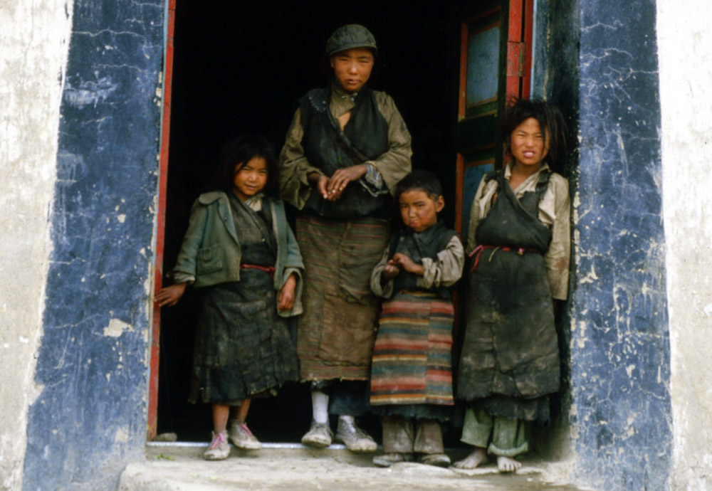 A total of 330,000 residents constituting the population of 2,440 villages still live in dire poverty in Tibet Autonomous Region (TAR).
