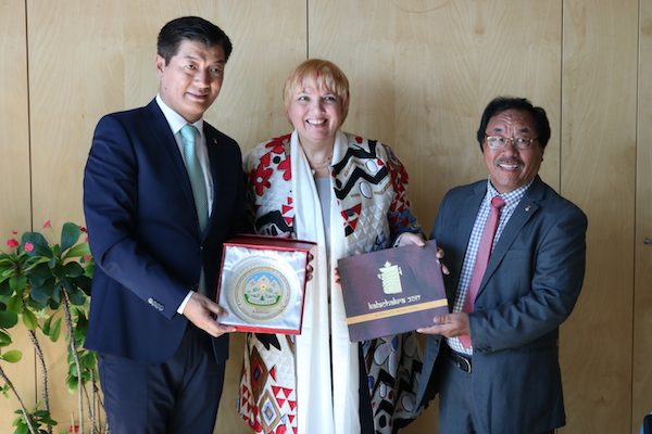 CTA President Dr Lobsang Sangay and Representative Ngodup Dorjee presenting Thank You India souvenirs to Claudia Roth, Vice President of the German Parliament. (Photo courtesy: Tibet.net)