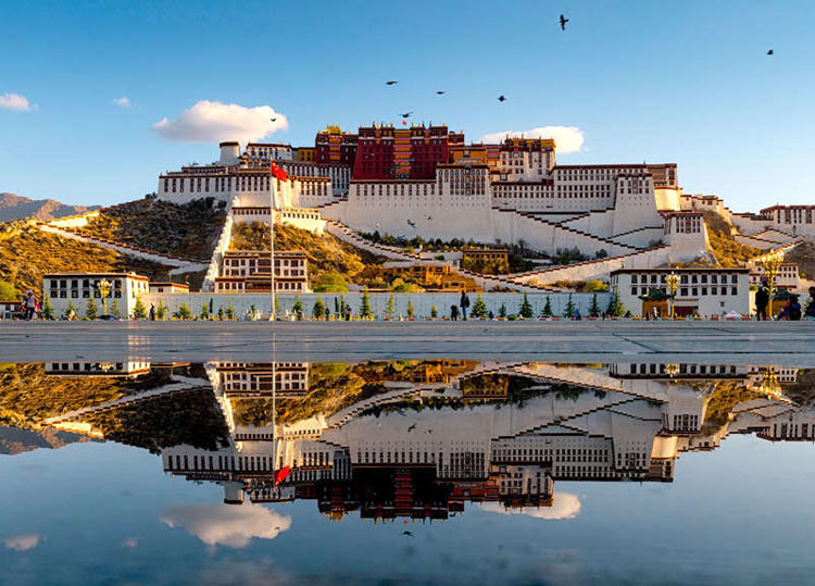Potala Palace, Lhasa, Tibet. (Photo courtesy: TIBET TRAVEL)