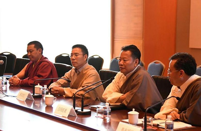 A National People's Congress (NPC) delegation of legislators from China's Tibet Autonomous Region, led by Baima Wangdui (2nd R), deputy of the People's Congress of the Tibet Autonomous Region and member of the Tibetan regional party standing committee of the Communist Party of China (CPC), receive interviews by the media in Washington, the United States, on May 11, 2018. (Photo courtesy: Xinhua/Yang Chenglin)