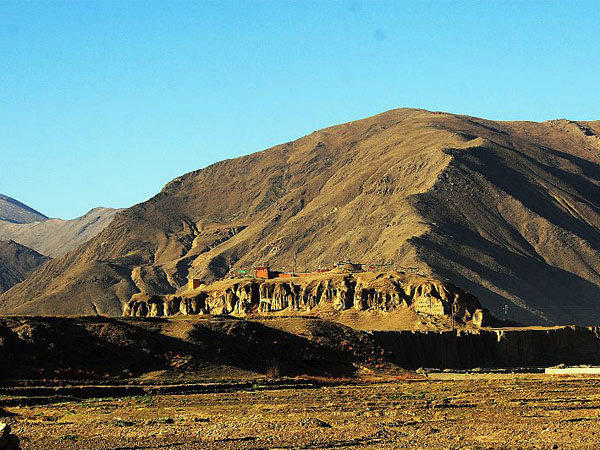 Tombs of Early Tibetan Kings. (Photo courtesy: tibettravel)