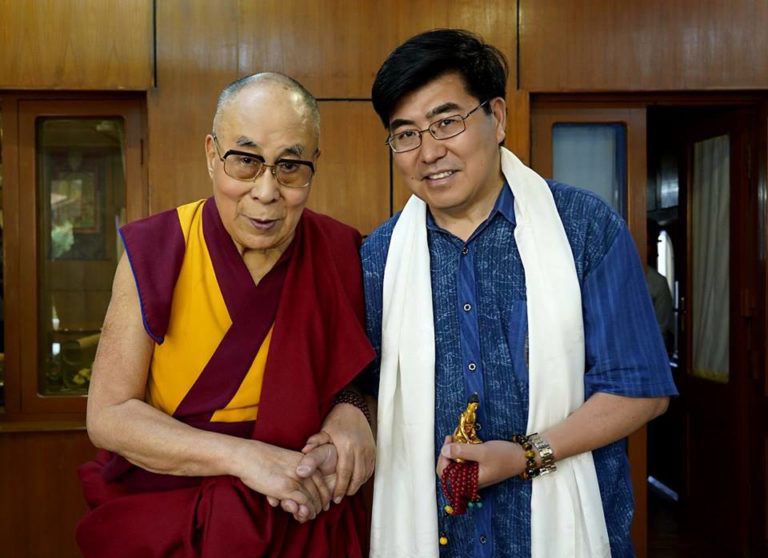 Campaign initiator, Professor Ming Xia, City University of New York with His Holiness the Dalai Lama, May 2018. (Photo courtesy: OHHDL)