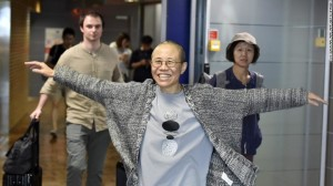 Liu Xia, the widow of Chinese Nobel dissident Liu Xiaobo, smiles as she arrives at the Helsinki International Airport in Vantaa, Finland, on Tuesday. (Photo courtesy: CNN)