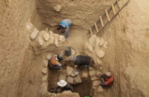 Archaeologists working at the site at the Ngari Prefecture. (Photo courtesy: Chinese Archaeology)