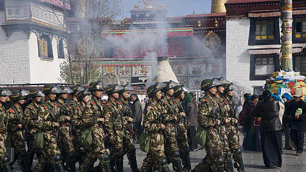 Chinese armed police march past the Jokhang temple in Lhasa, Tibet. (File photo courtesy: RFA)