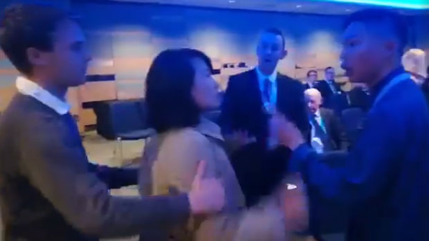 Chinese journalist disrupts an event during a Conservative Party conference in Birmingham, UK, Sept. 30, 2018. (Photo courtesy; RFA)