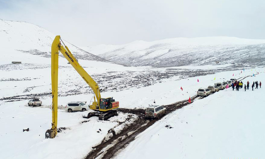 New road is being curved out on a high meadow of Jomda County of Chamdo in Tibet. Road is being built to transport disaster relief supplies to Jomda Country. (Photo courtesy: Xinhua/Liu Dongjun)