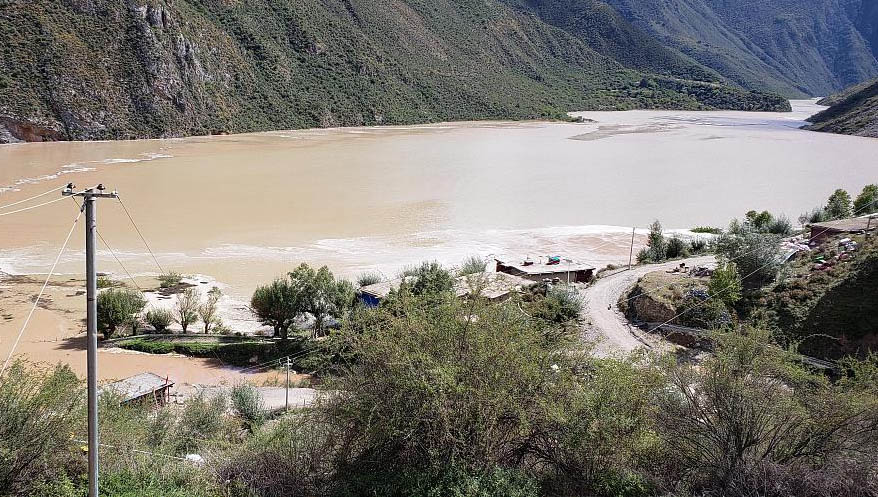 More than 24,600 residents of Tibet's Chamdo (Chinese: Qamdo or Changdu) City and nearby Tibetan areas in Sichuan Province had been evacuated by 6pm Oct 12 due to fears of flood resulting from a barrier lake formed by a massive landslide which had blocked the Jinsha River, a tributary of the Yangtze River. (Photo courtesy; China Plus)
